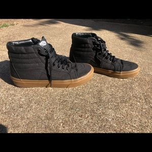 Men's Black Vans Sk8-Hi w/ gum soles size 9.5